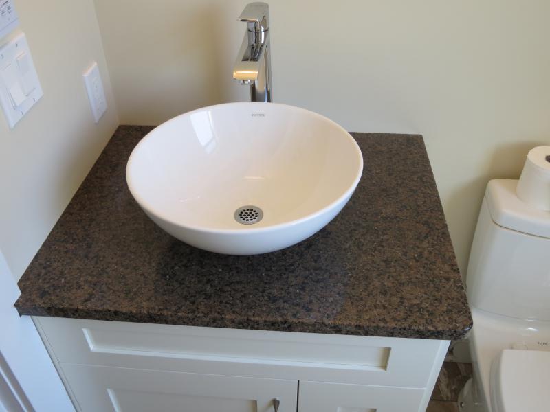Vanities vi granite quartz countertops nanaimo for Bathroom cabinets nanaimo